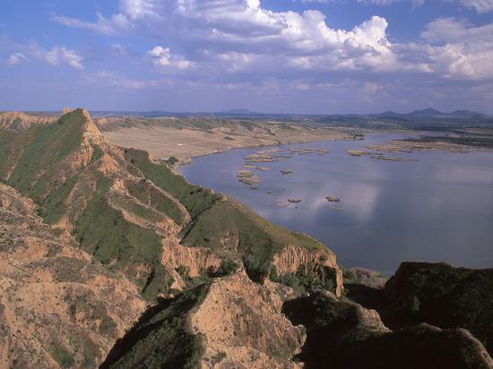 Вид на водохранилище в Кастилии — Ла-Манча.jpg
