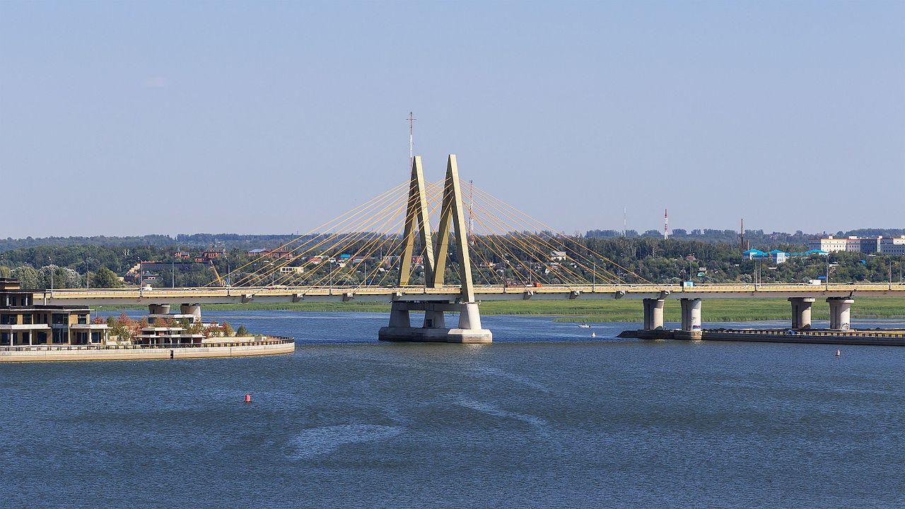 Вид на мост Миллениум в Казани