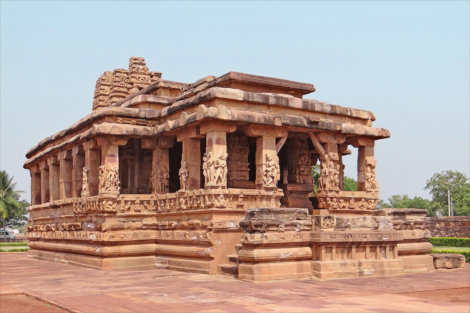 Вид храма Дурга с восточной стороны, Айхоле, Карнатака