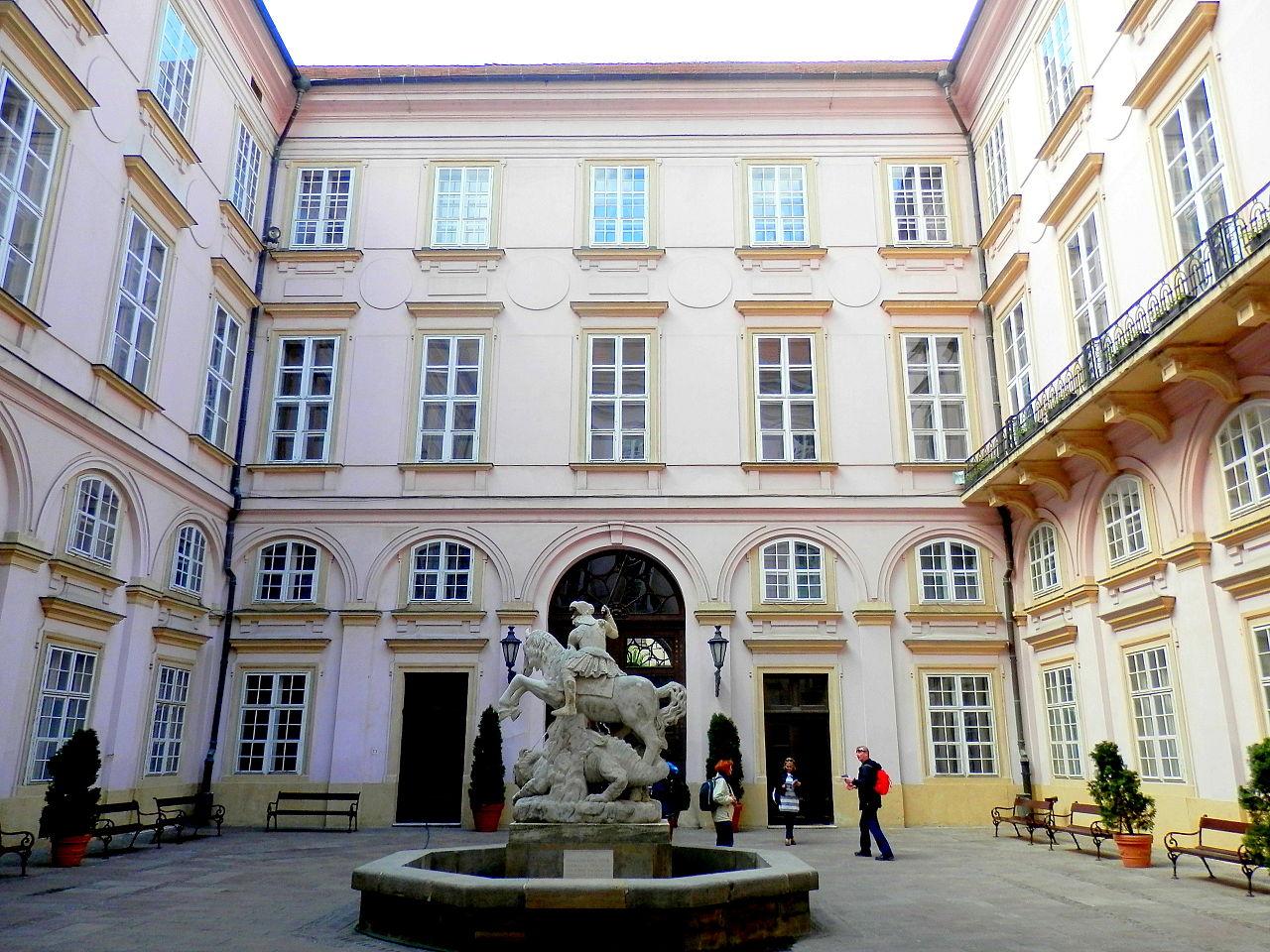 Внутренний двор Старой ратуши Братиславы