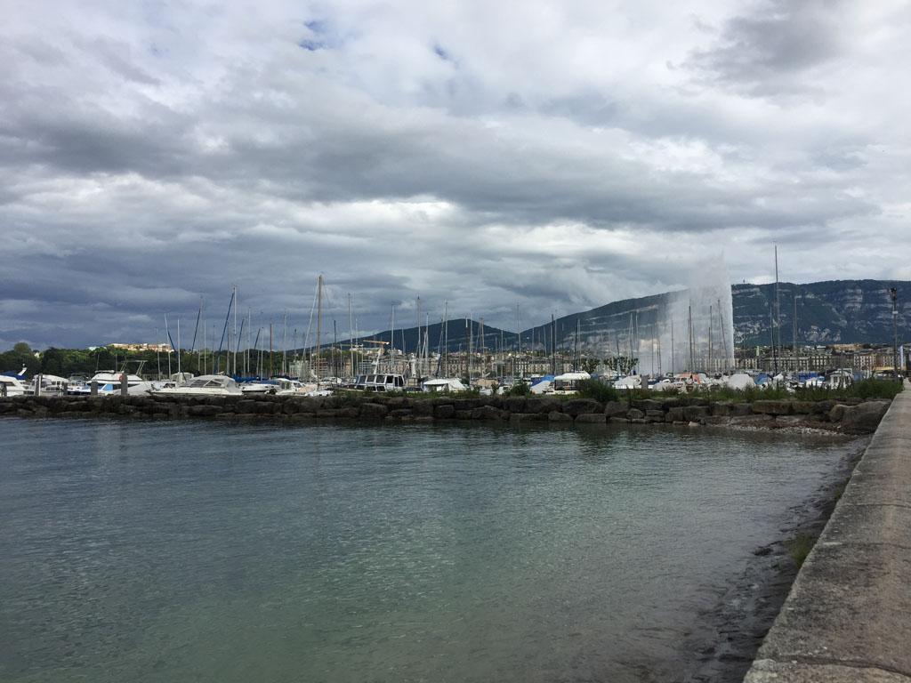 Фонтан Же д'О и порт Женевы