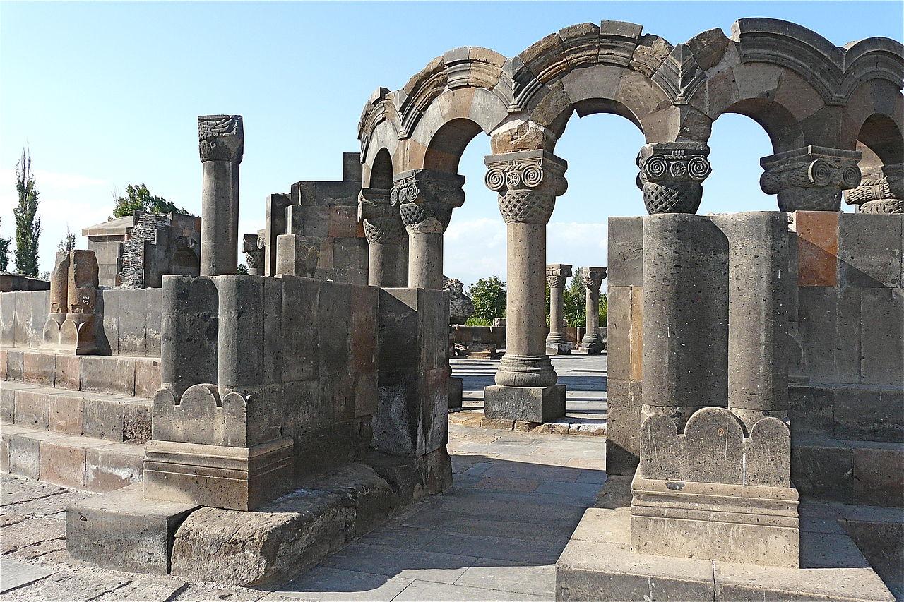 Храм Звартноц около Еревана