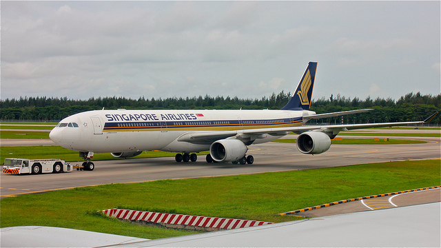 Singapore Airlines A340-500.jpg