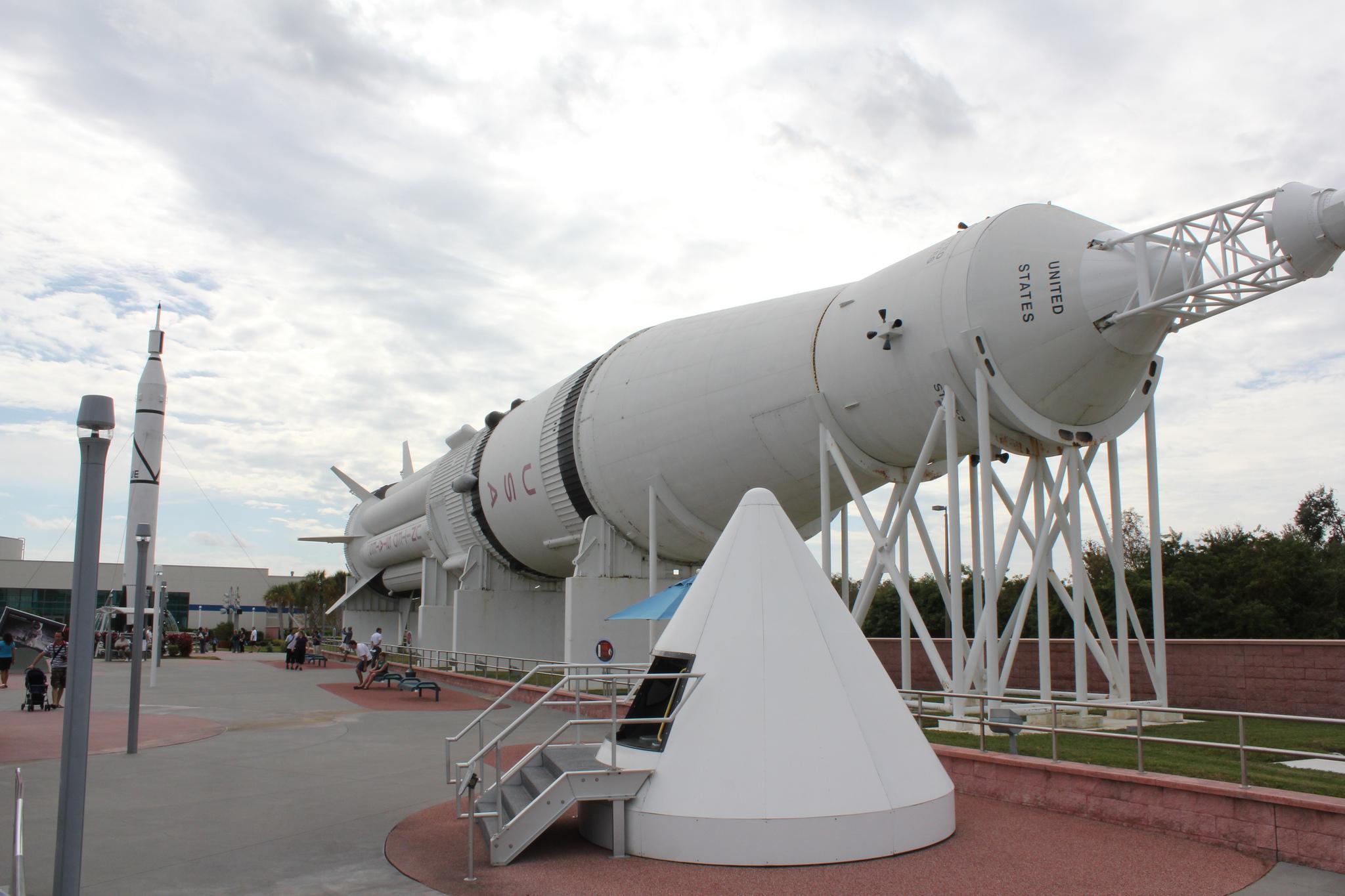 На территории Космического центра Кеннеди