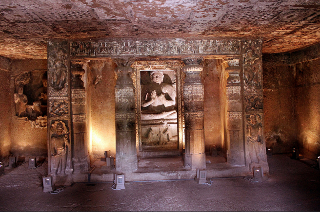 Внутри монастыря Аджанта