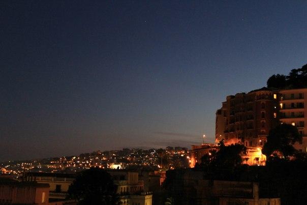 Вид на ночной Неаполь