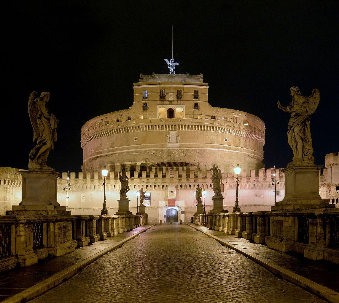 Замок Святого Ангела в ночном освещении