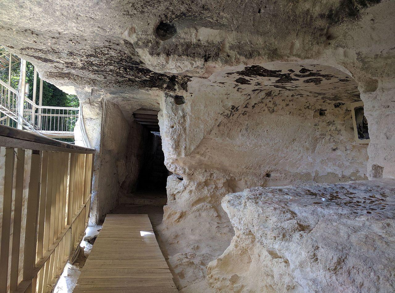 Монастырь Аладжа, вход в катакомбы