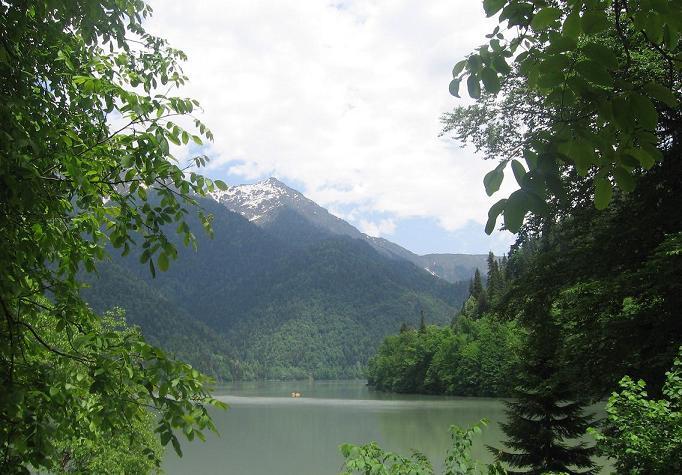 Озеро Рица в Абхазии.JPG