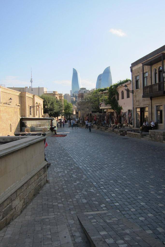 По пути к Пламенным башням, Баку