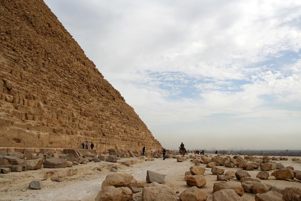 Верблюды у пирамиды Хефрена