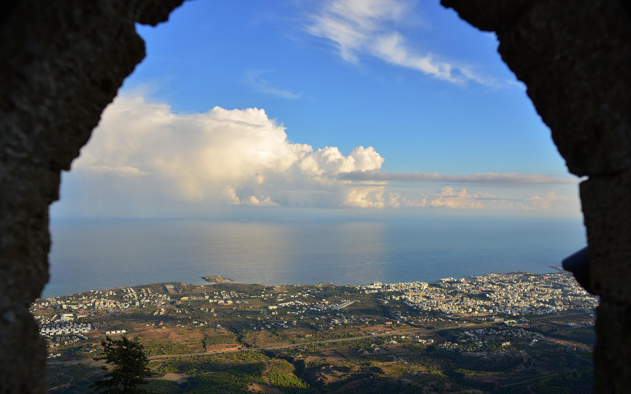 Вид на море, замок Святого Иллариона, Северный Кипр