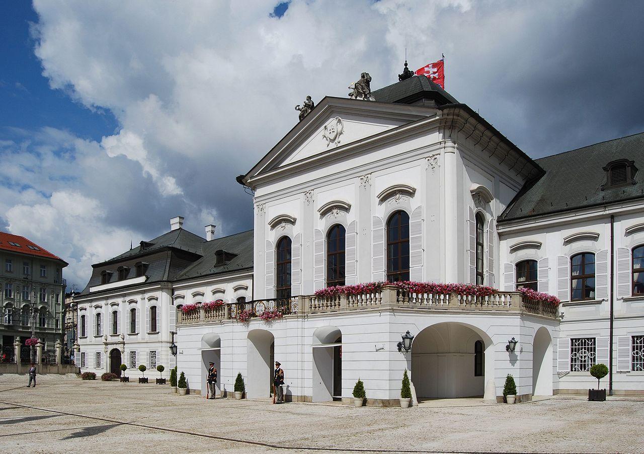 Дворец Грассалковичей, главный вход