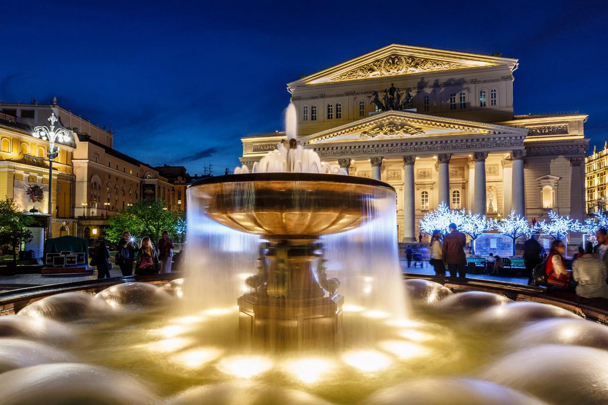 Красивый фонтан у Большого театра, Москва