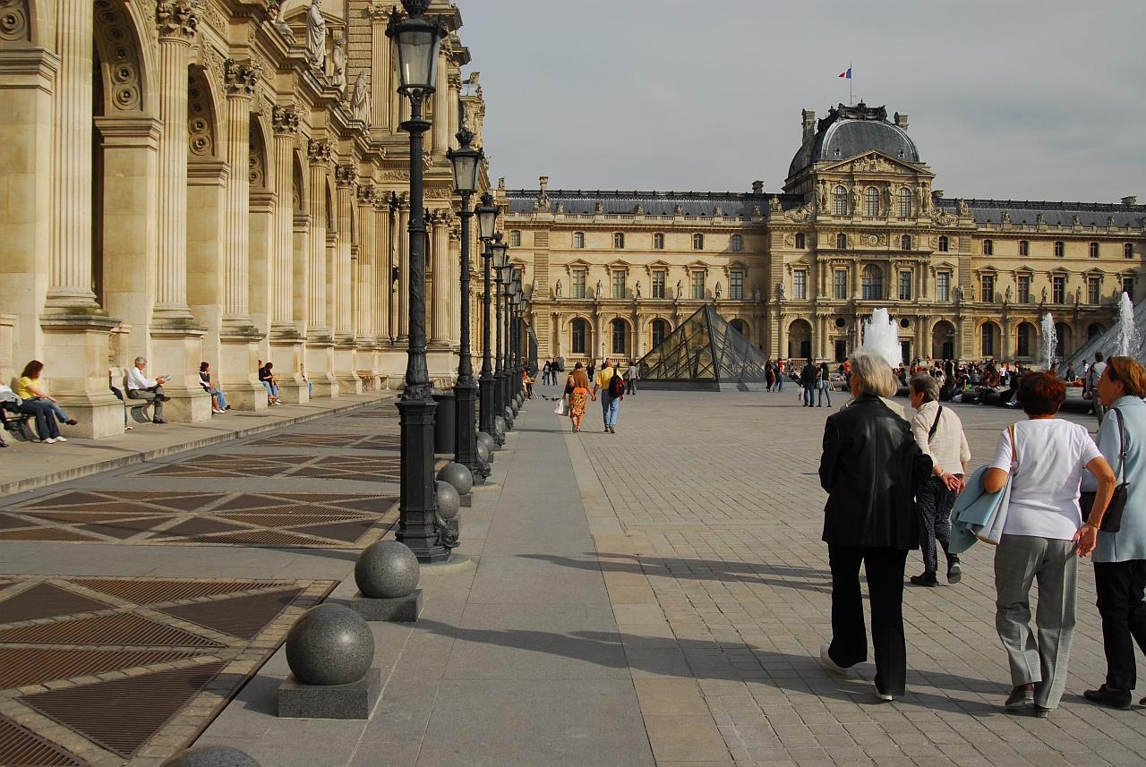 Площадь Лувра, Париж