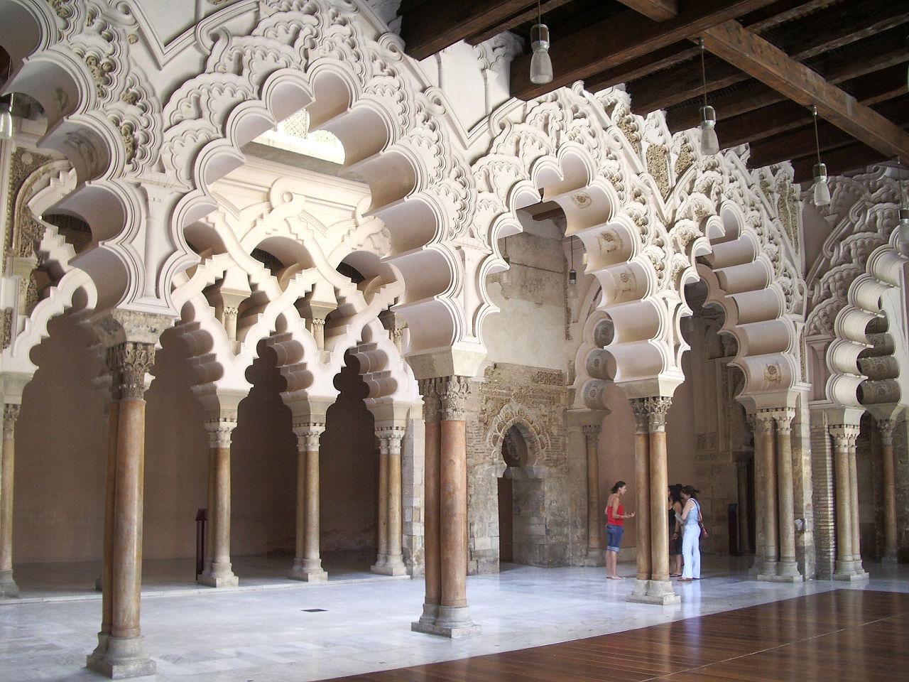 Альхаферия, арки в северной части дворца