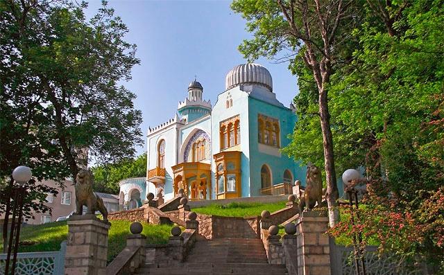 Вид на дворец эмира бухарского в Железноводске
