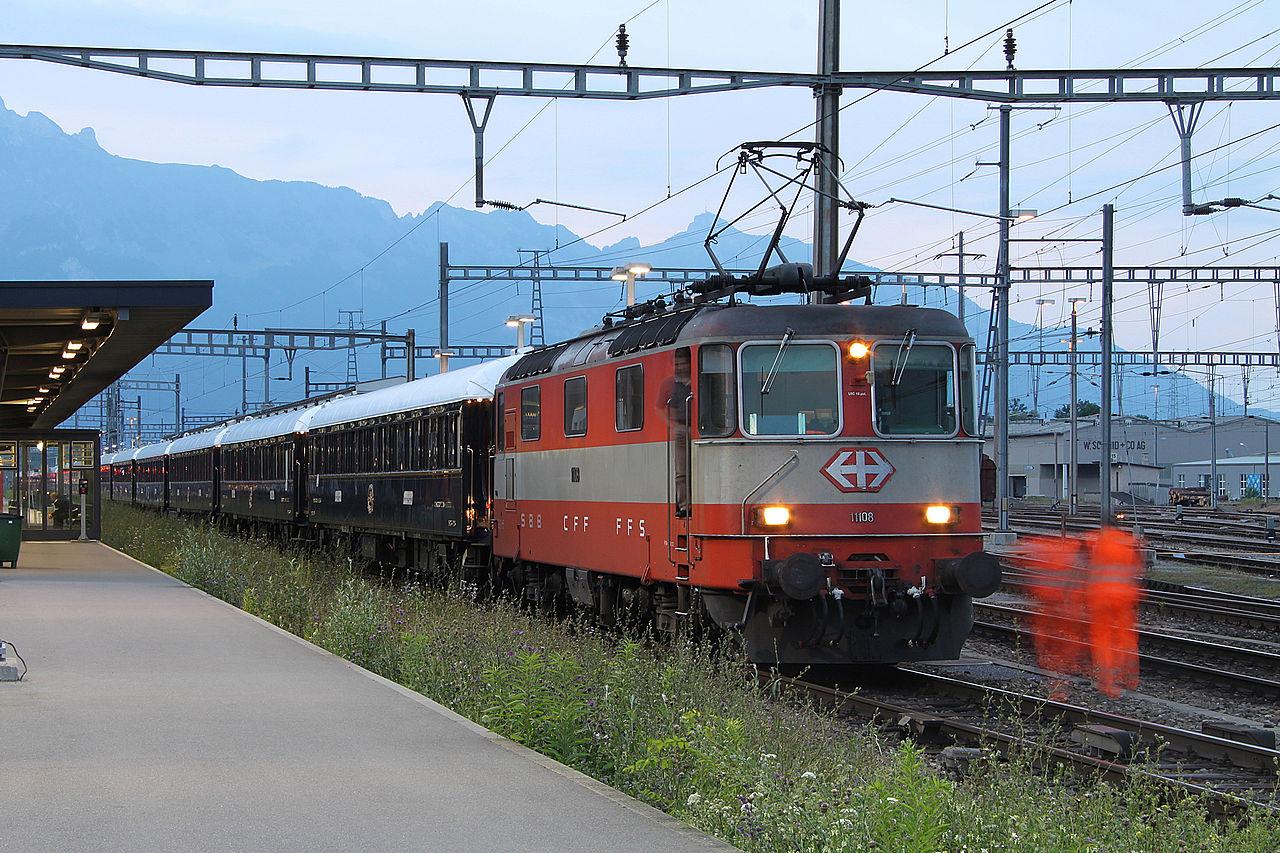 Пассажирский поезд Восточный экспресс на железнодорожной станции Buchs