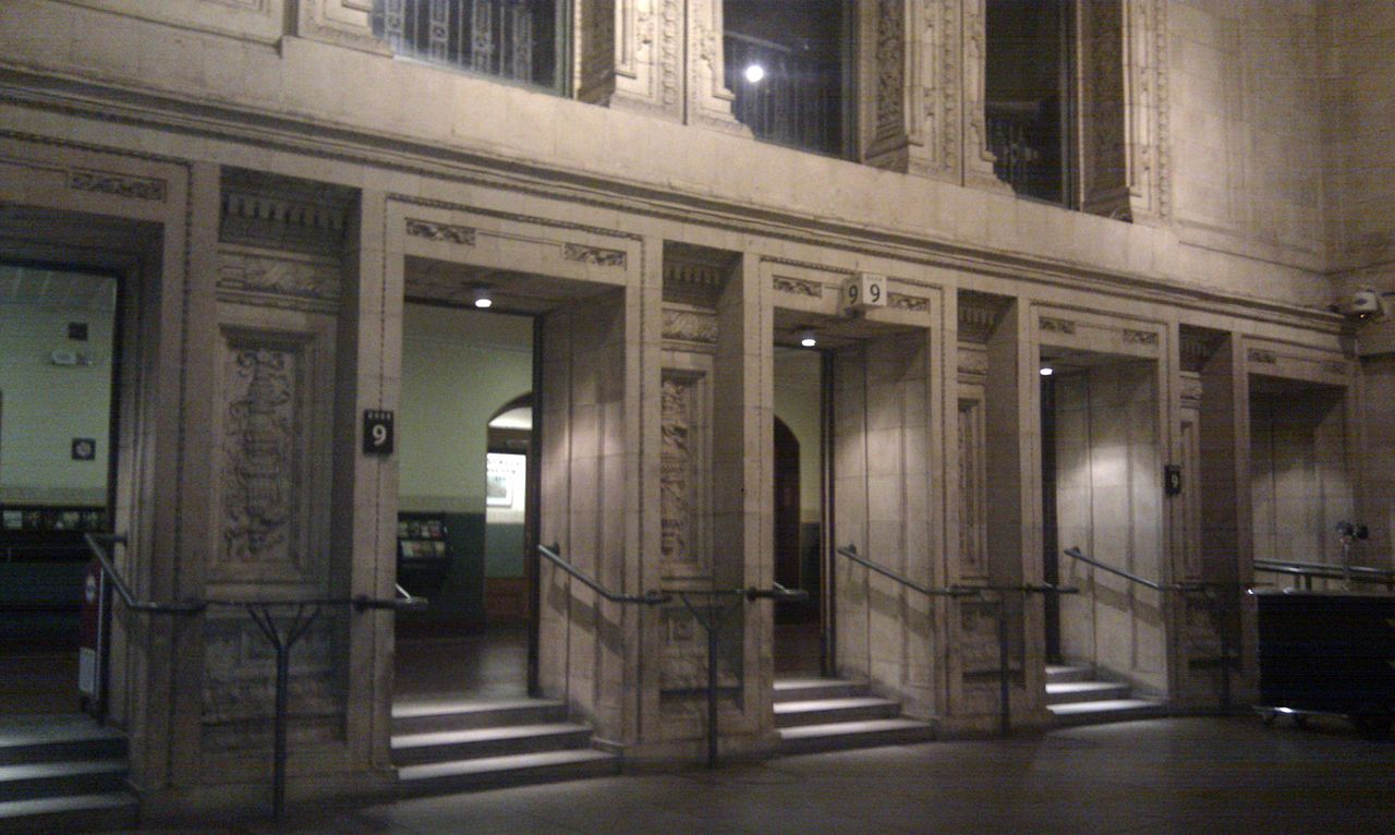 Альберт-холл, вход