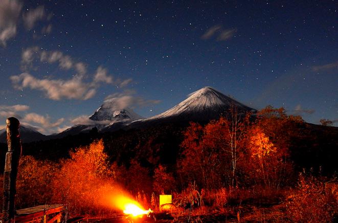 Вулкан Ключевской, вид ночью
