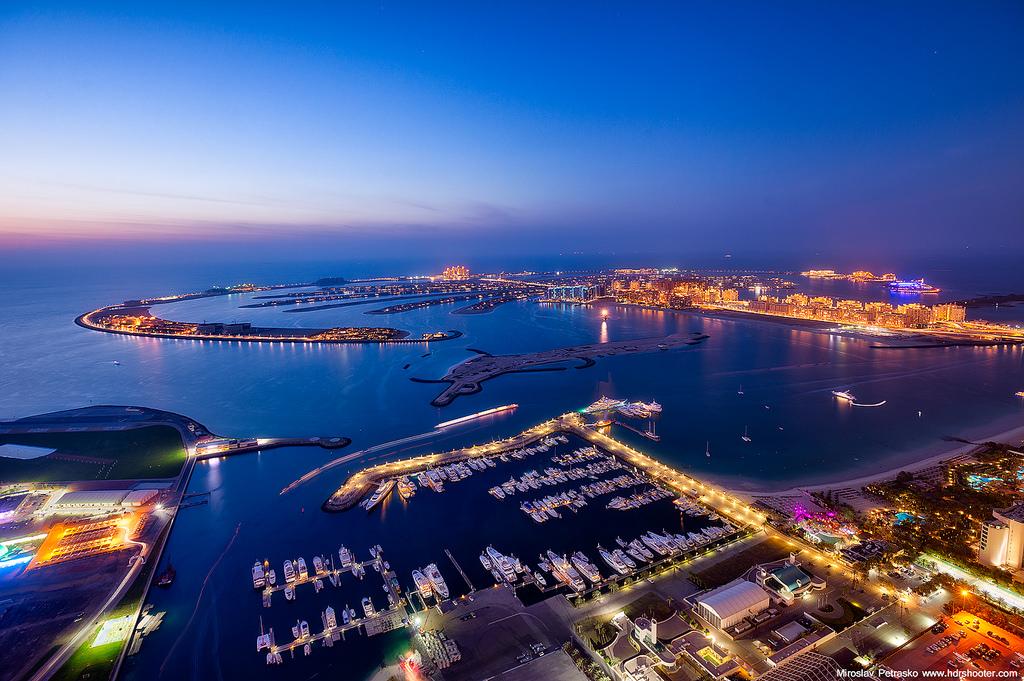 Острова Пальм ночью, Дубай