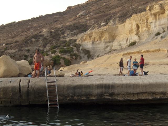 Пляж Джнейна Бэй (камень), Мальта.jpg