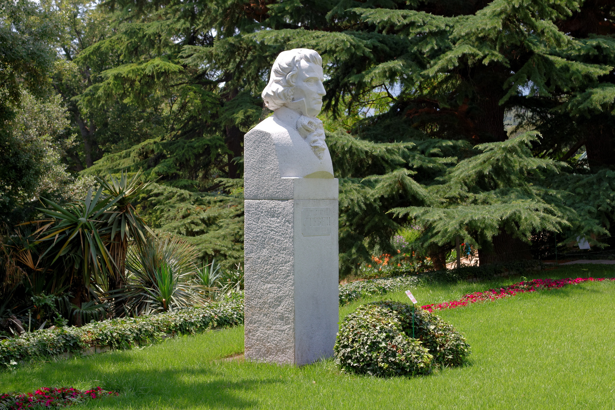 Бюст Стевена Христиана Христиановича, Никитский ботанический сад, Ялта