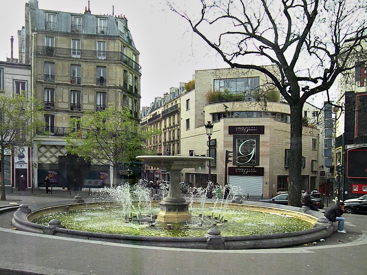 Фонтан на площади Пигаль