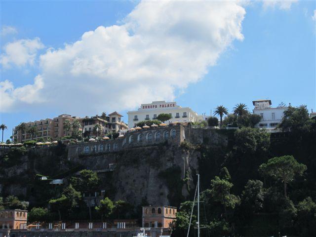 Вид на отели Сорренто, Италия.JPG