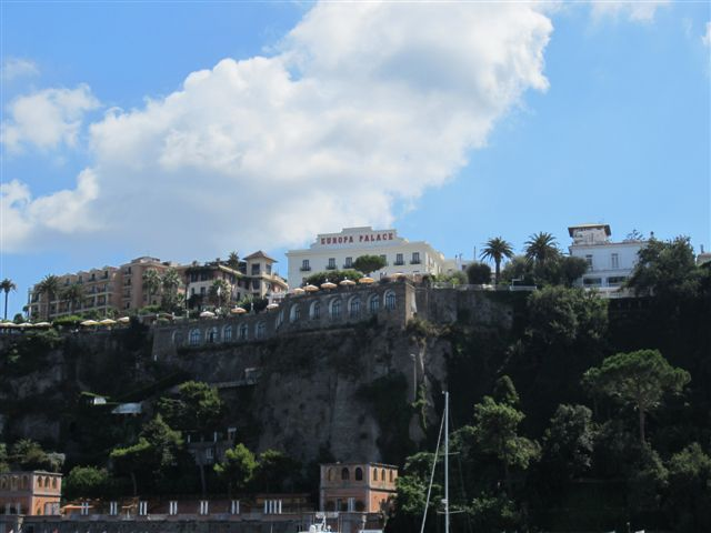 Вид на отели Сорренто, Италия