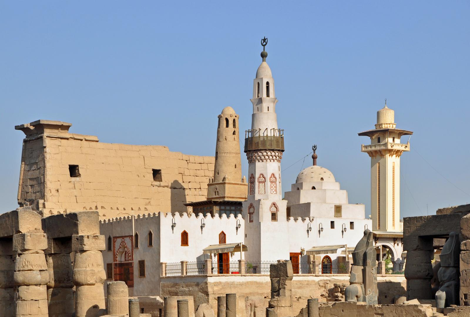 Мечеть Абу-л-Хаггага внутри Луксорского храма