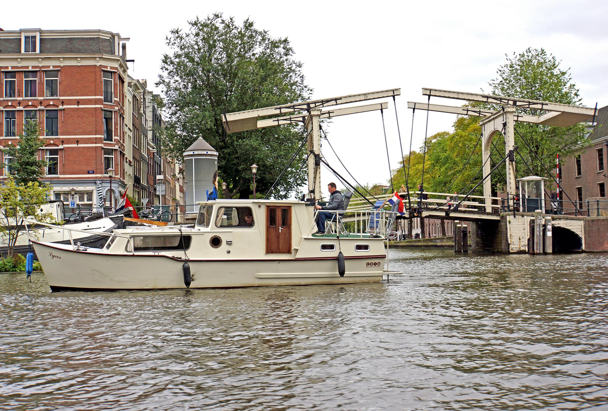 Мост Магере-Брюг - для велосипедистов и пешеходов