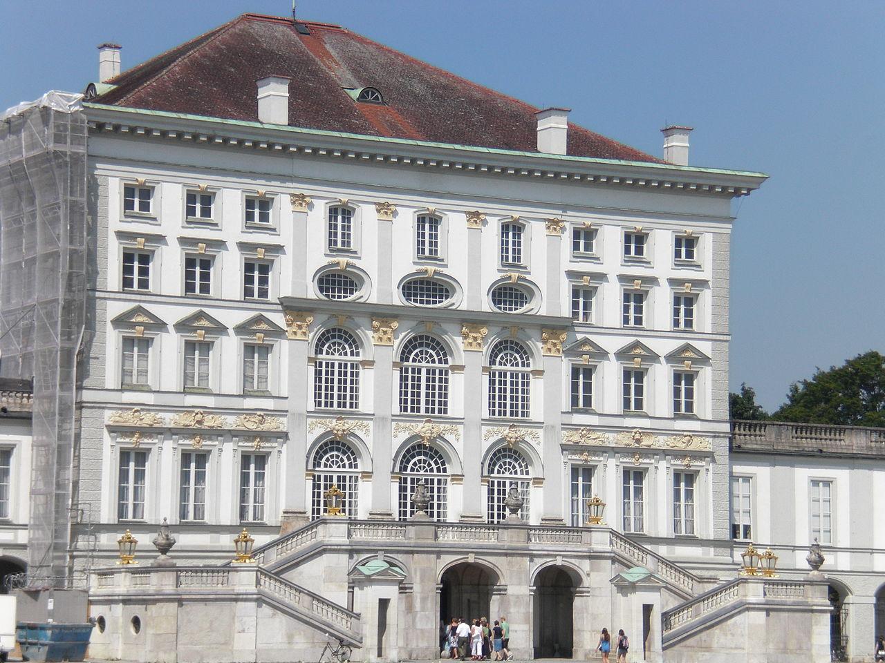 Нимфенбург, центральный фасад
