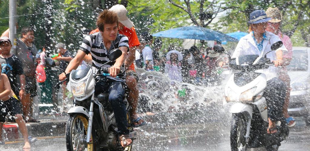 Обливание водой во время праздника Сонгкран