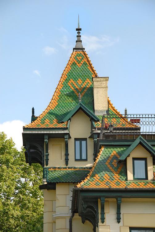 Разноцветные крыши особняков в Суботице