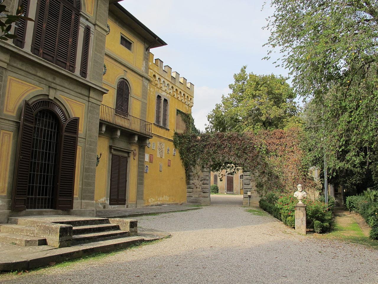 Музей Стибберта, двор