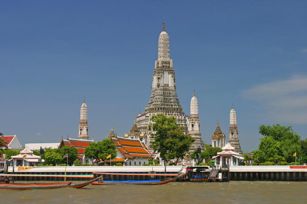 Раттанакосин, храм Ват Арун (храм Солнечного Восхода) на берегу Чао-Прайя