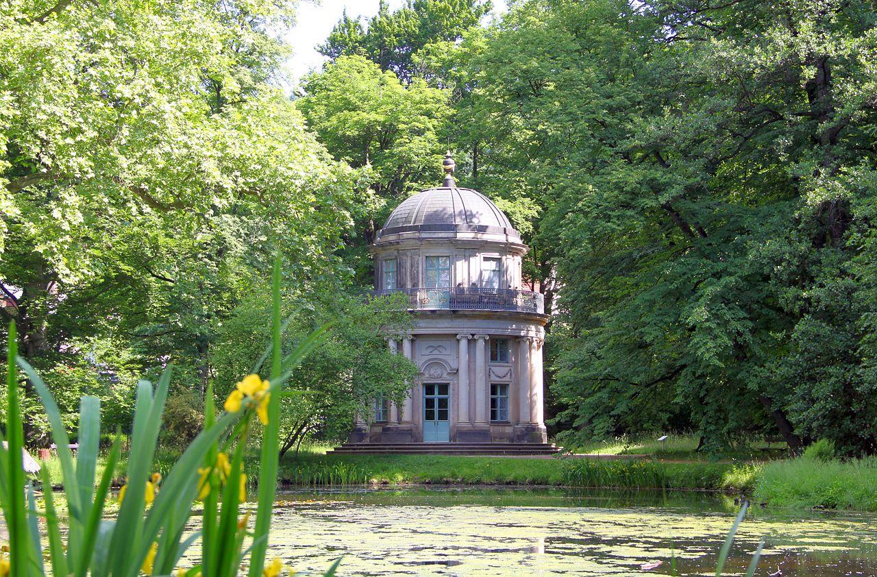 Английский павильон в парке замка Пильниц