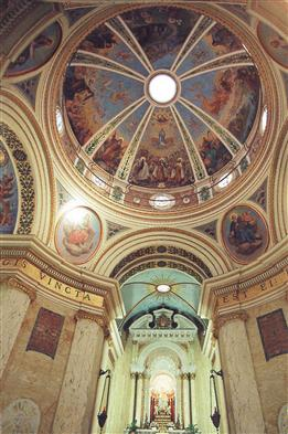 Купол внутри католической церкви в Хайфе