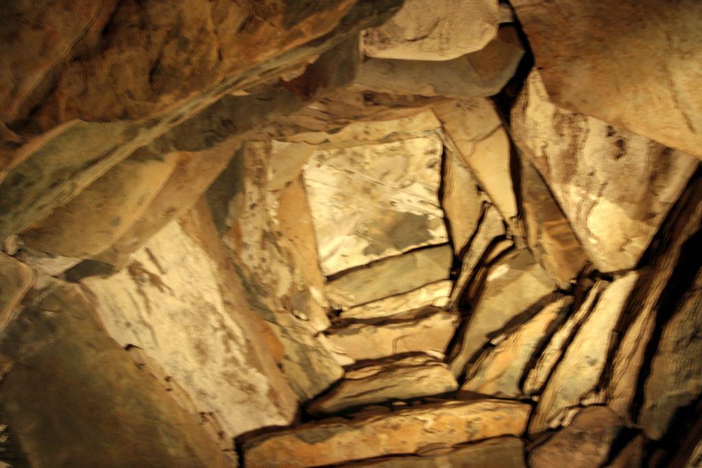 Ньюгрейндж, свод над погребальной камерой
