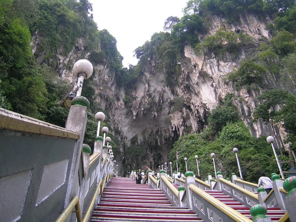 Пещеры Бату, лестница