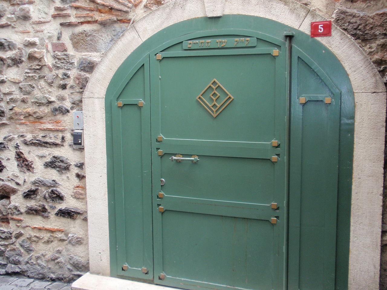 Район Ортакёй, дверь синагоги