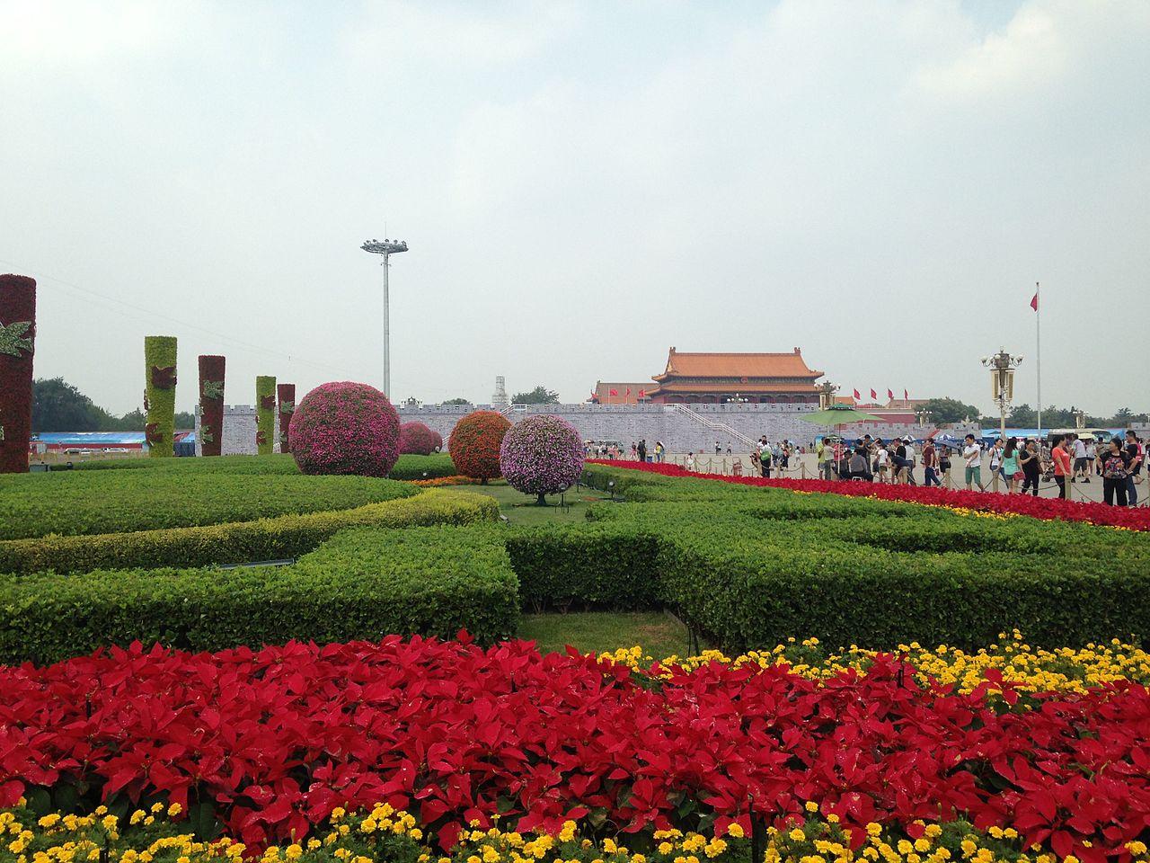 Цветы на площади Тяньаньмэнь