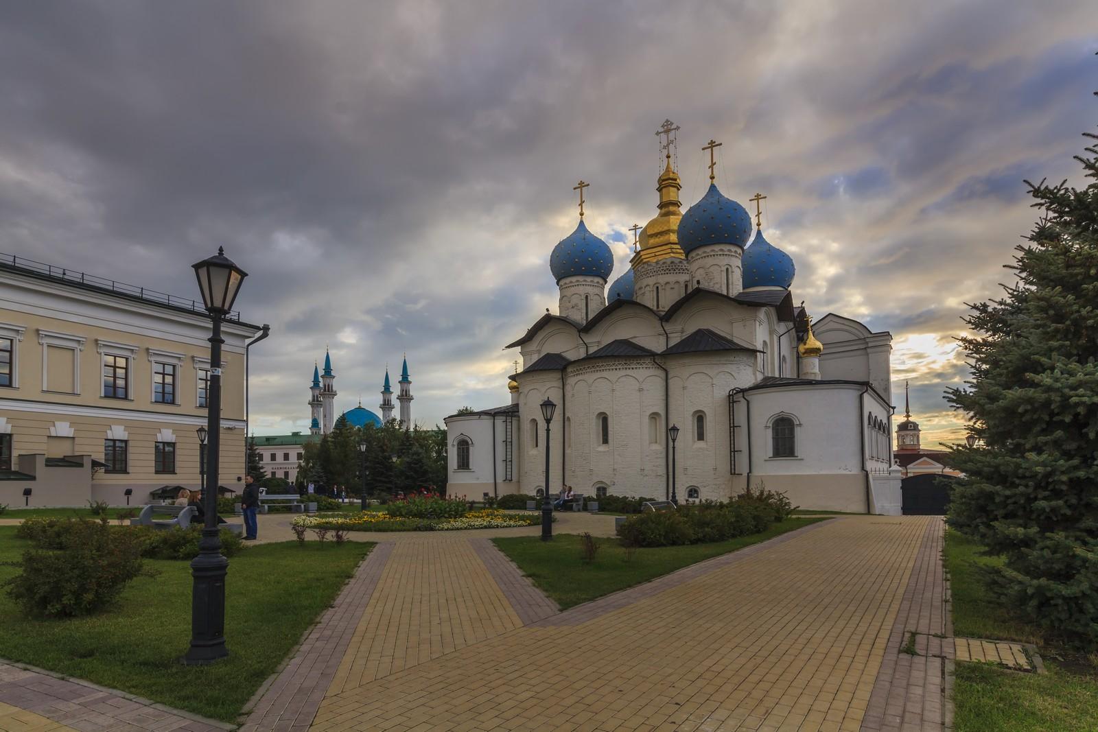 Благовещенский собор и мечеть Кул-Шариф в Казани