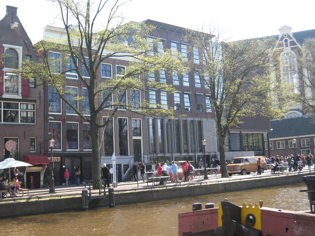 Вид на дом Анны Франк, Амстердам