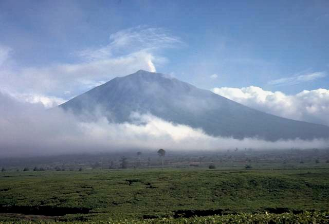 Вулкан Керинчи, Суматра.jpg