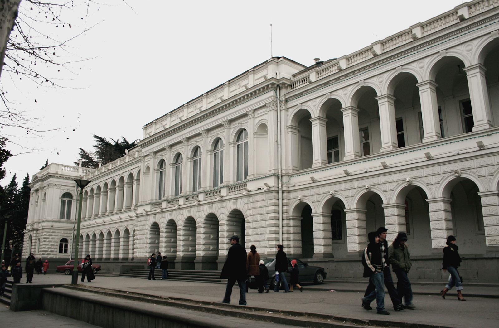 Дворец Молодежи (Воронцовский дворец) в Тбилиси