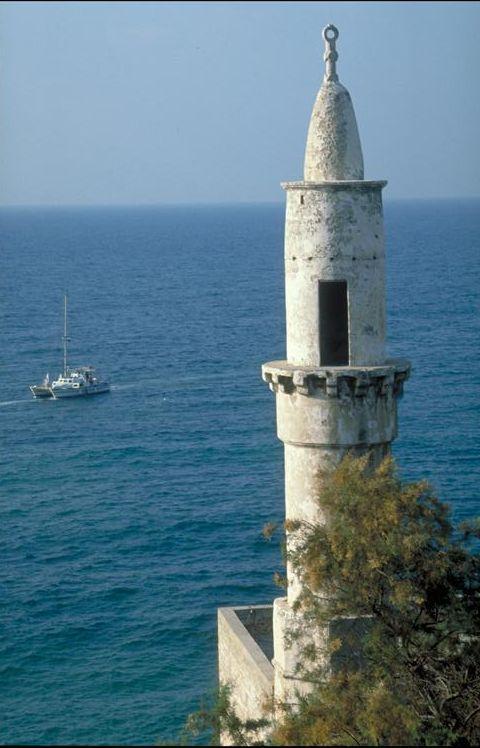 Минарет с видом на Средиземное море в Яффе.jpg