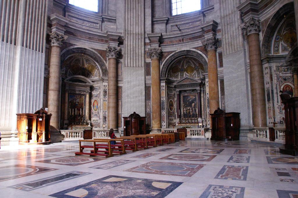 Внутри собора Святого Петра в Риме