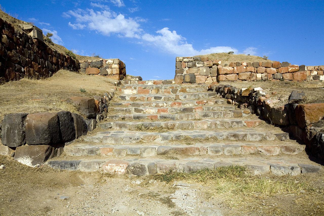 Крепость Эребуни на холме Арин-Берд, Ереван